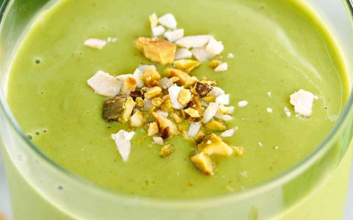 Energizing Matcha Green Tea Smoothie with Peaches   Jessica Gavin