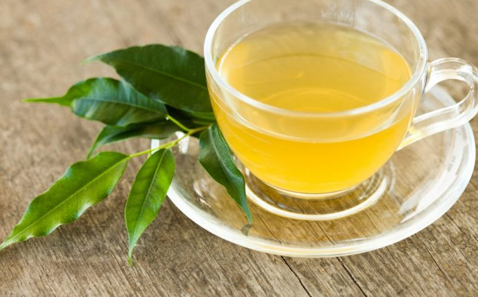 How to Drink Green Tea and Lemon Juice Without Sugar to Lose